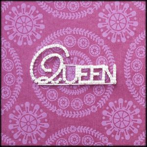 amaranthine_blingbrooch_700_queenF